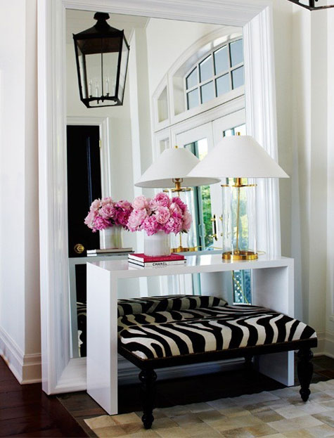 MG Decor: Make Your Small Apartment Look Huge With A Large Wall ...