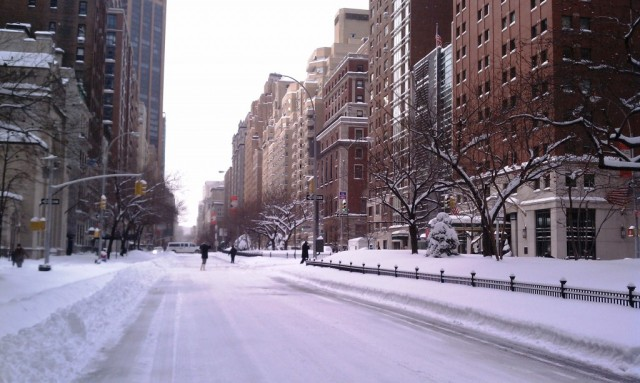 Midtown-Girl-by-Amy-Chandra-Snow-Storm-2010-New-York-City-1-1024x612